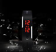 abordables -Homme Montre de Sport Digitale Numérique Numérique Charme Ecran Tactile LED / Silikon / Un ans