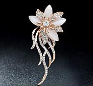 abordables -Femme Broche Fleur dames Elégant Italien Tous les jours Broche Bijoux Dorée Pour Soirée Décontracté