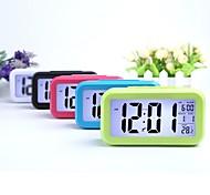 abordables -Réveil numérique intelligent avec veilleuse date température intérieure snooze rétro-éclairage bureau horloge de chevet réglage de l'heure de style macaron