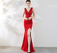 abordables -Trompette / Sirène Elégant & Luxueux Fendu robe ceremonie Robe Col en V Sans Manches Longueur Sol Satin avec Détail Cristal 2021