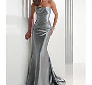 abordables -Trompette / Sirène Etincelant Invité de mariage robe ceremonie Robe Sans Bretelles Sans Manches Traîne Brosse Satin avec Détail Cristal 2021