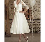 economico -Linea-A Abiti da sposa A V Lunghezza tè Di pizzo Tulle Mezza manica Vintage ▾ Vestitini bianchi Anni '50 Illusion Sleeve con 2021