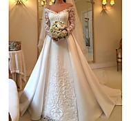 abordables -Trapèze Robes de mariée Epaules Dénudées Traîne Brosse Satin Manches Longues Illusion Sleeve avec Insert de Dentelle 2021