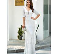 abordables -Fourreau / Colonne Étincelant Blanc Fiançailles robe ceremonie Robe Col en V Demi Manches Longueur Sol Polyester avec Paillette Gland 2021