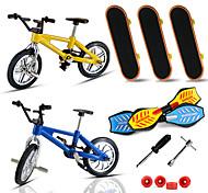 economico -7 pcs Skateboard finger Mini tastiere Tavole battenti Giocattoli per dita Plastica Metallo con ruote e strumenti di ricambio Pattinare Per bambini Teen Bomboniere per i regali per bambini