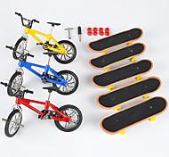economico -8 pcs Skateboard finger Mini tastiere Bici da dito Giocattoli per dita Plastica Metallo con ruote e strumenti di ricambio Pattinare Per bambini Teen Bomboniere per i regali per bambini