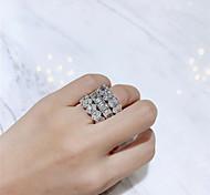 abordables -Diamant synthétique Bague / Anneaux Argent Pour Femme dames Luxe Elégant Mariée Mariage Soirée Formel Haute qualité Paver