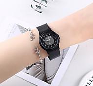 abordables -Femme Montre bracelet Montres à quartz Analogique Quartz Minimaliste Mignon Créatif Montre Décontractée / Un ans / Silikon