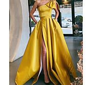 abordables -Trapèze Rétro Vintage Sexy Vêtements de fête robe ceremonie Robe Une Epaule Sans Manches Traîne Brosse Satin avec Noeud(s) Plissé Fendue 2021