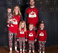 abordables -Regard de la famille Lots de Vêtements pour Famille Ensemble de Vêtements père Noël Graphique Lettre Manches Longues Imprimé Rouge Noël