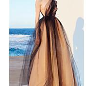 abordables -Robe de Soirée Minimaliste Elégant Fiançailles Fête scolaire Robe Une Epaule Sans Manches Longueur Sol Tulle avec Surjupe 2021