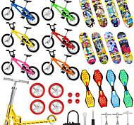 abordables -34 pcs Planches à roulettes Mini touches Vélos à doigts Jeux de Doigt Plastique Alliage Jouets de bureau avec roues et outils de rechange Articles de fête Enfant Adultes Tous Articles de fête pour
