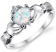 economico -amicizia irlandese claddagh in argento sterling 925& anello dell'amore con cuore opale simulato 3