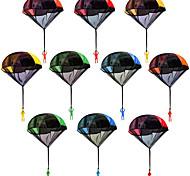 economico -10 confezioni paracadute uomini groviglio libero all'aperto paracadute volanti giocattoli lancio a mano guardando atterraggio giocattoli per bambini (5 colori) giocattoli volanti all'aperto per