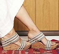 abordables -nouvelle mode européenne et américaine sandales talon compensé chaussures pour femmes respirant grande taille boucle pantoufles stock transfrontalier ventes directes d'usine