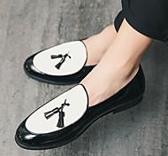 abordables -grande taille style britannique petites chaussures en cuir hommes en cuir verni brillant bout pointu pédale casual paresseux frangé cheveux styliste pois chaussures