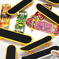 お買い得  -12 pcs 指スケートボード ミニ指板 指人形 プラスチック オフィスデスクのおもちゃ クール マットサーフェス 子供用 青少年 男女兼用 パーティーの好意 子供のギフト用