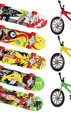 ieftine -8 pcs Skateboard-uri cu degetele Mini tastaturi Jucării Deget Plastic MetalPistol Birouri pentru birou Cool cu roți și instrumente de înlocuire Patină Pentru copii Adolescent Favoare de petrecere