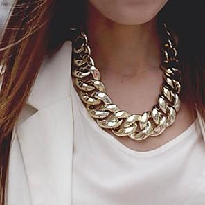 ieftine Colier la Modă-Pentru femei Lănțișoare Declarație European Aliaj Auriu Argintiu Coliere Bijuterii Pentru Petrecere Ocazie specială Zi de Naștere Cadou