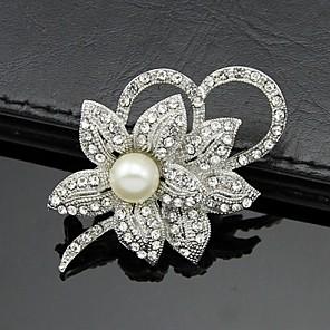 ieftine Audio & Video-Pentru femei Broșe Floare femei Petrecere Birou Modă Italiană Perle Cristal Zirconiu Cubic Broșă Bijuterii Alb Pentru Nuntă Petrecere Ocazie specială Aniversare Zi de Naștere Mascaradă