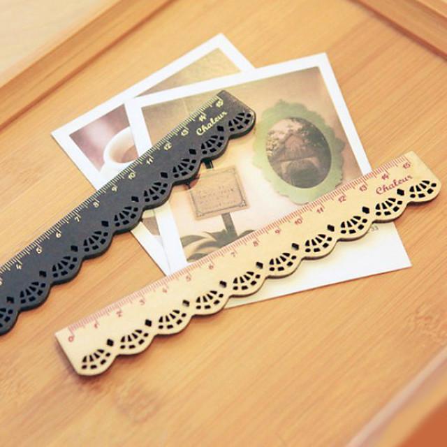 riglă de lemn de design dantelă (bej)