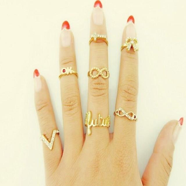 Pentru femei Inel 7pcs Auriu Ștras Diamante Artificiale Aliaj Circle Shape femei Personalizat Neobijnuit Nuntă Petrecere Bijuterii Fluture Animal Iubire