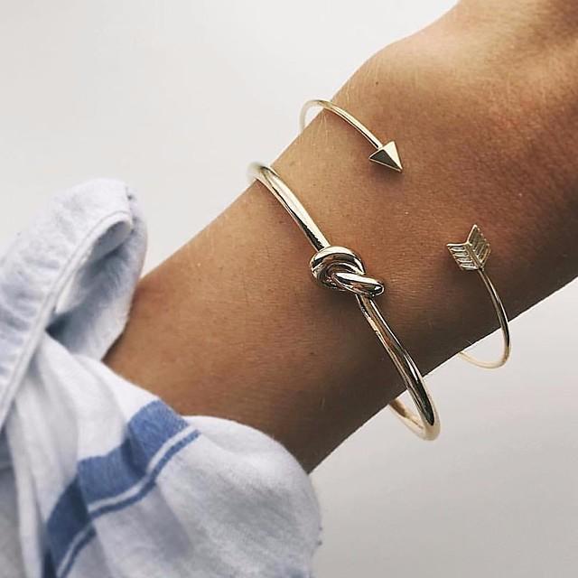 2pcs نسائي أساور اصفاد ستايل معقود Arrow عقد سيدات بسيط كلاسيكي أساسي سبيكة مجوهرات سوار ذهبي من أجل مناسب للبس اليومي مواعدة