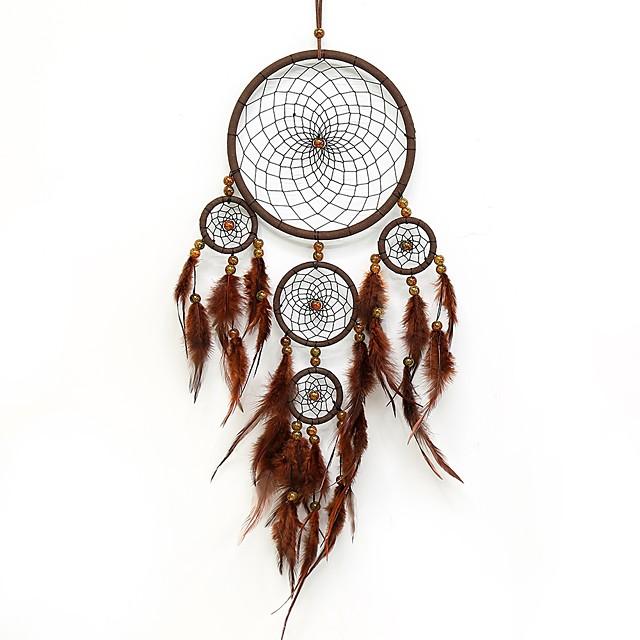 capteurs de rêves faits à la main avec décoration de plumes traditionnelles tentures