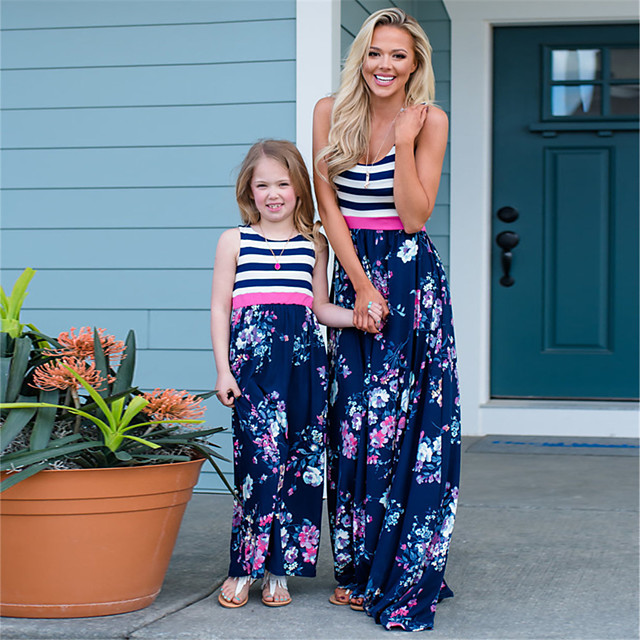 أمي وأنا مجموعات ملابس العائلة فستان الرسم بدون كم طباعة أزرق طويل للأرض الصيف
