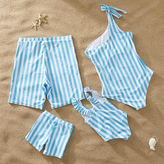 نظرة العائلة الجميع مجموعات ملابس العائلة ملابس سباحة الأزرق والأبيض مخطط طباعة أزرق الصيف