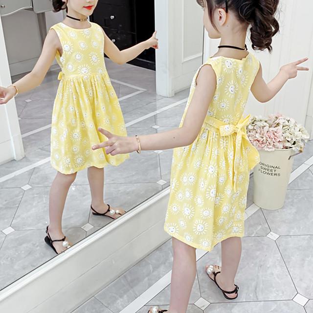 kinder wenig mädchen kleid blume festtage festival gelb