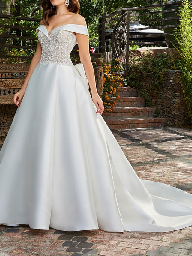 A-Line Wedding Dresses Off Shoulder Court Train Lace Satin Sleeveless Country Formal Luxurious with Bow(s) Appliques 2021