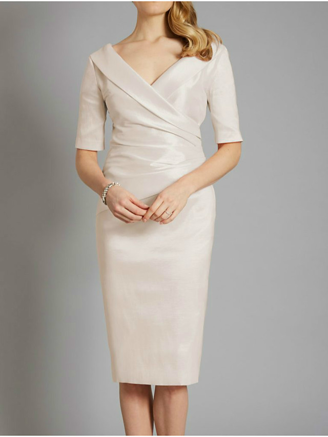 Sheath / Column Mother of the Bride Dress Elegant V Neck Knee Length Satin Half Sleeve with Ruching 2021