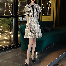A-Line Color Block Minimalist Homecoming Cocktail Party Dress Jewel Neck Short Sleeve Knee Length Lace Tulle with Lace Insert 2020